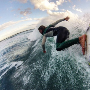 Alessandro Onofri in azione sulle onde