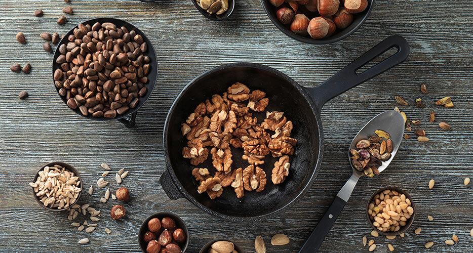 La frutta disidratata, la frutta secca e i semi per lo spuntino ideale