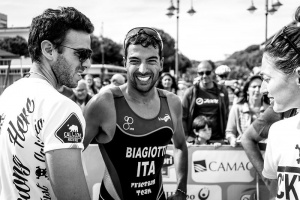 Manuel Biagiotti e il Dott. Del Seppia festeggiano il podio al Triathlon Cesenatico 2015